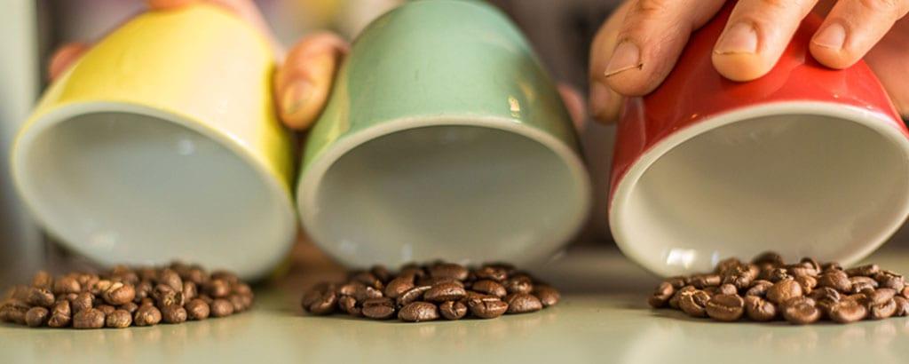 כוסות ופולי קפה