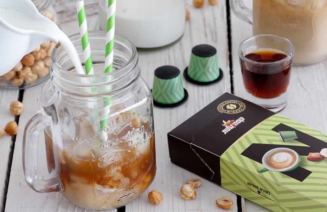 קפה מוקה וקפסולה אגוזי לוז